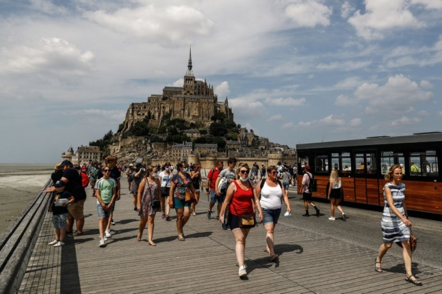 How to save money while travelling around France