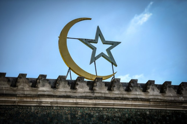 French government to close six 'radical' mosques