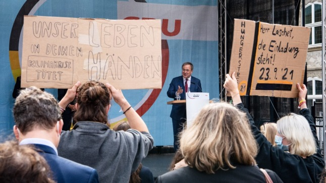 German election roundup: Climate pressure, coalition flirting and the end of 'Merkron'
