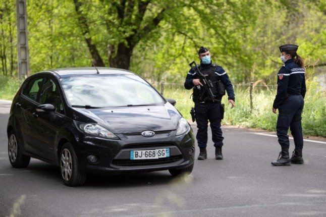 French drivers banned from reporting police roadblocks on driving apps