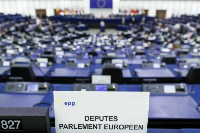 Is France really trying to ban speaking English in the EU?