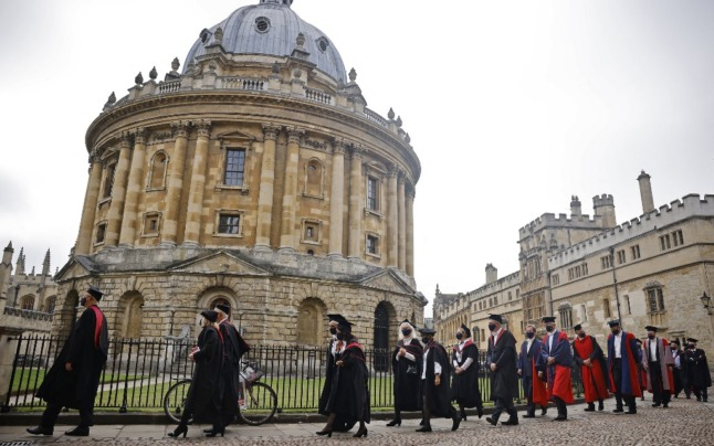 Reader question: Can Brits living in France attend university in the UK?