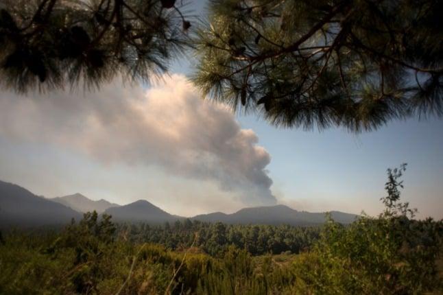 Volcanic ash closes airport on Spain's La Palma again
