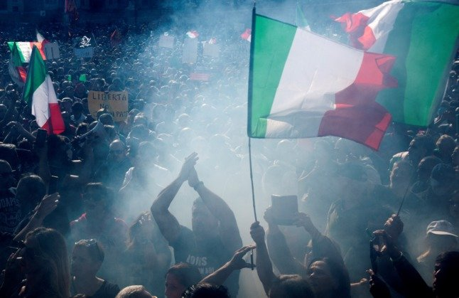 Riots put Italian government under pressure to ban neo-fascist groups