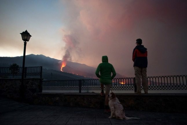 Volcano forces hundreds more to flee homes in La Palma