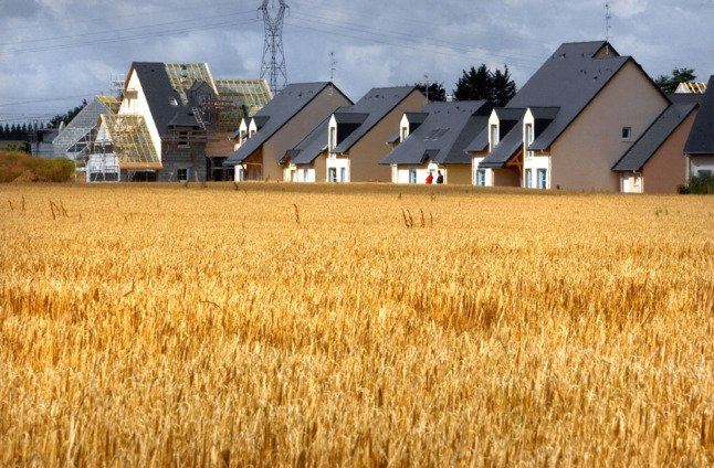 France offers €10k grants to help people buy property